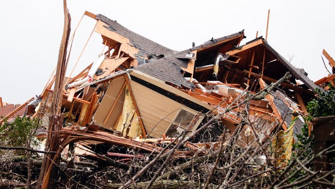 Southern states face tornado threat Saturday