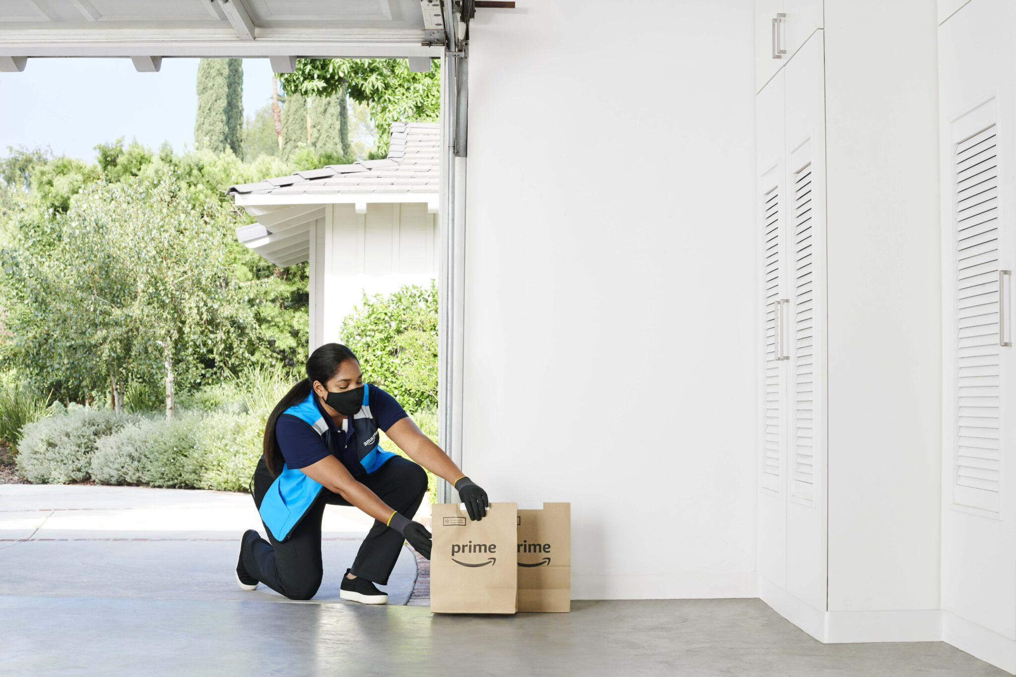 Amazon expands service that delivers groceries inside your garage
