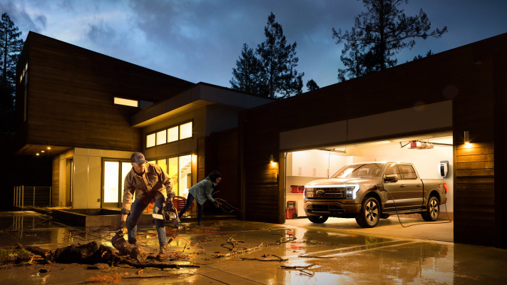 Ford F-150 Lightning electric pickup truck can power your home in an outage – TechCrunch