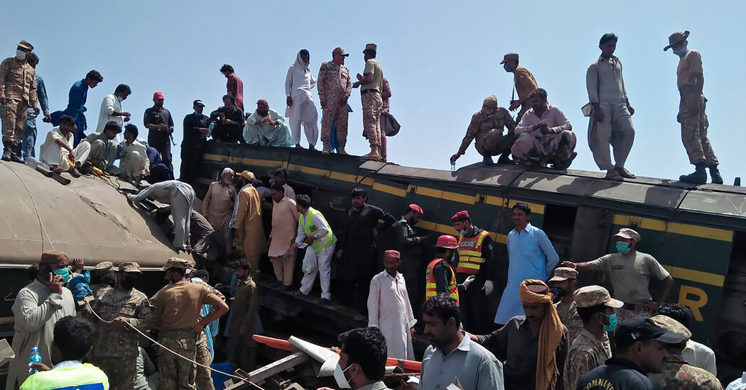 Train Crash in Pakistan Kills Dozens