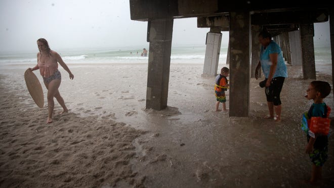 Hurricane warning issued in Florida