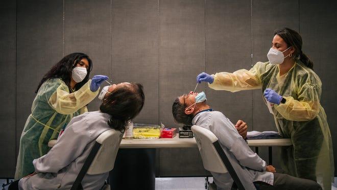 Texas Gov. Abbott, other mask mandate critics test positive for COVID